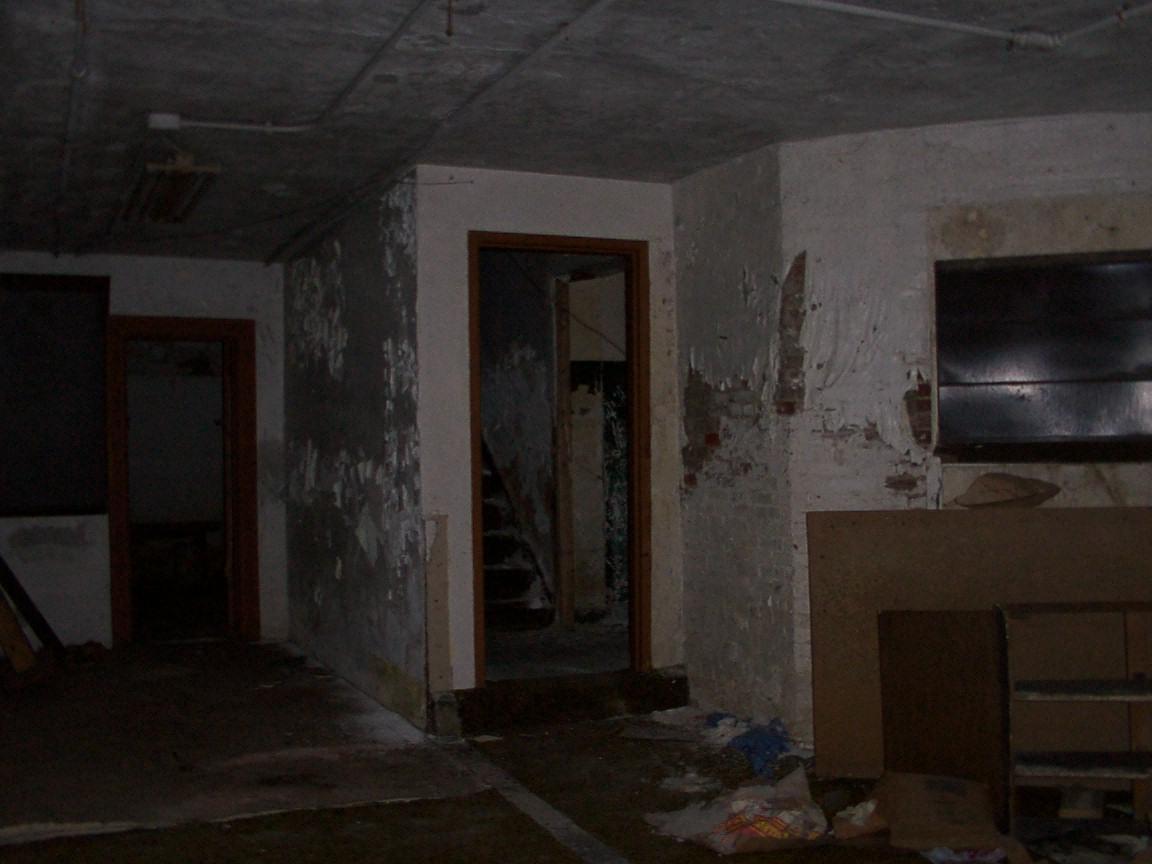 100 basement drain odor main sewer clog symptoms